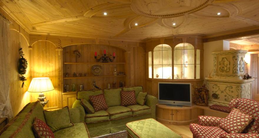 Falegnameria holzring produzione di mobili stuben e for Foto di arredamenti di interni